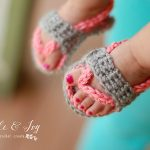 Free Crochet Pattern - Baby Strap Flip-Flops by Whistle & Ivy