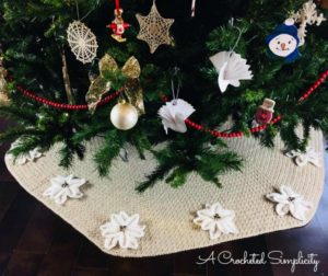 Poinsettia Christmas Tree Skirt – Free Crochet Pattern