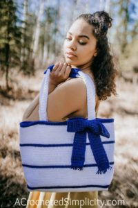Free Crochet Bag Pattern - Simple Striped Tote Bag by A Crocheted Simplicity #freecrochetpattern #crochettotebagpattern #crochetbagpattern #stripedtotebag