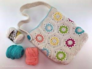 Free Crochet Tote Bag Pattern - Summer Retro Tote Bag by A Crocheted Simplicity. #freecrochetpattern #crochettotebagpattern #freecrochetbagpattern #crochetbag #crochetprojectbag #summerbag #summerretro #handmade