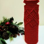 Free Crochet Wine Tote Pattern - Argyle Wine Tote by A Crocheted Simplicity. #handmadetote #handmade #christmaswinetote #crochetwinetote #crochetargyle #freecrochetpattern